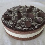 SIZE 25 CM TOP DECK MOUSSE Rich white and brown chocolate mousse layered with chocolate cake and ganache topping.