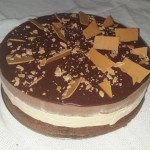 SIZE 25 CM CARAMEL CHOCOLATE MOUSSE Rich chocolate and caramel mousse with layers if chocolate cake and ganache topping.