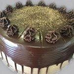 SIZE 28 CM CHOCOLATE CAPPUCCINO Layers of chocolate sponge with a coffee cream filling and coffee butter icing.